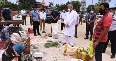लॉकडाउन के दौरान आवश्यक वस्तुओं एवं सब्जियों के दाम जानने सड़क पर उतरे सीएम भूपेश बघेल